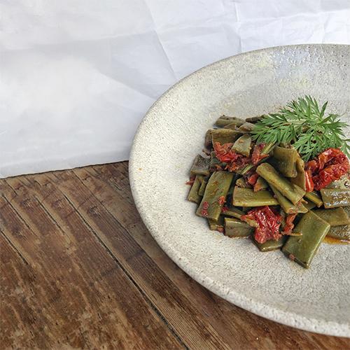 Salteado de judías verdes con tomate seco y aceite de ajo